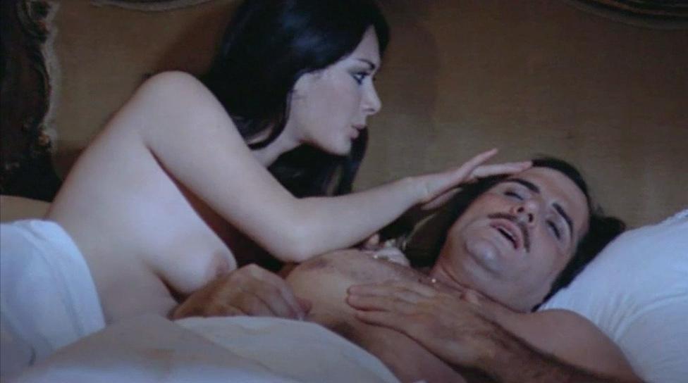 Edwige Fenech naked from La vedova inconsolabile ringrazia quanti la consolarono