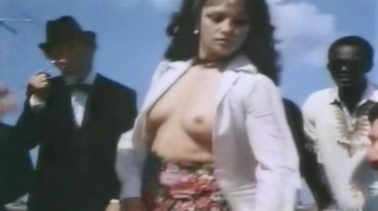 La cameriera nera nude scenes