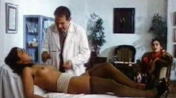 Il corpo della ragassa nude scenes