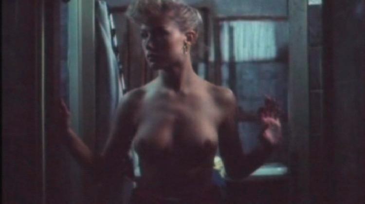 Il Camping del Terrore nude scenes