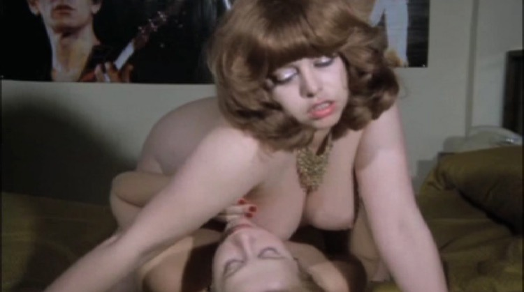 El mirón y la exhibicionista nude scenes