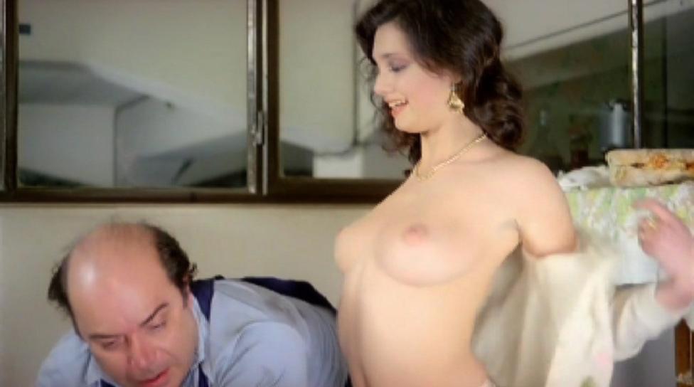 Vieni avanti cretino nude scenes