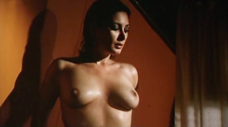 La moglie vergine nude scenes