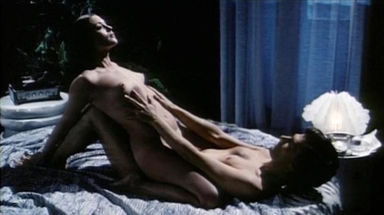 Sesso in testa nude scenes