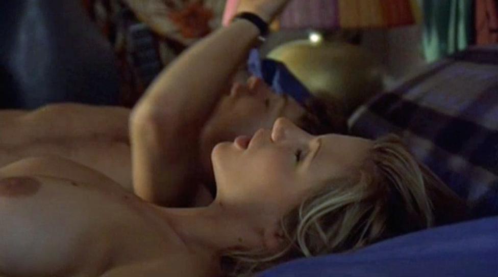 Voglio stare sotto al letto nude scenes