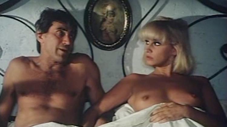 Passi furtivi in una notte boia nude scenes