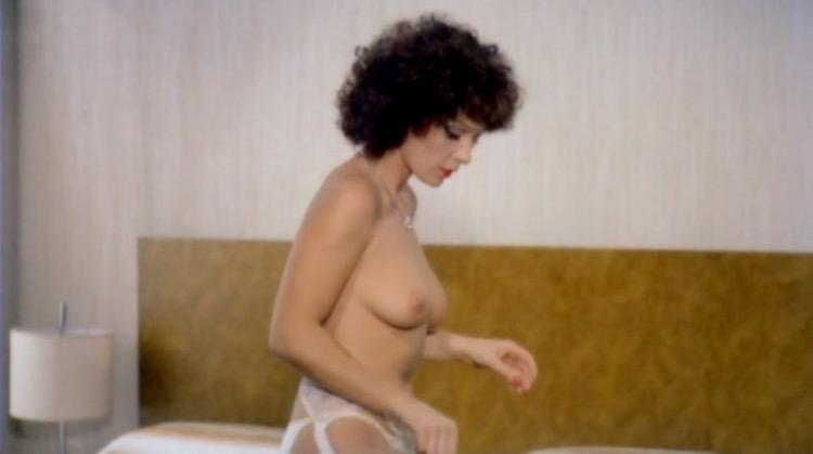La dottoressa preferisce i marinai nude scenes