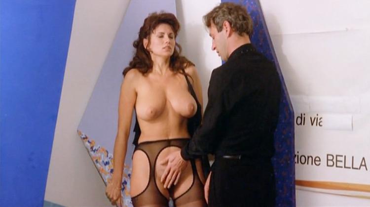 Desiderando Giulia nude scenes