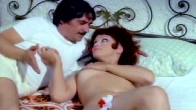 La commessa nude scenes