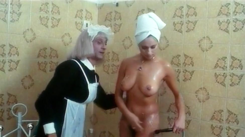 Attenti… arrivano le collegiali! nude scenes