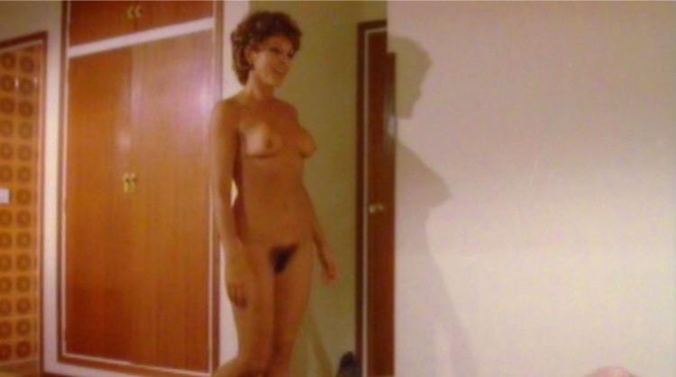 El fascista, Doña Pura y el follón… nude scenes